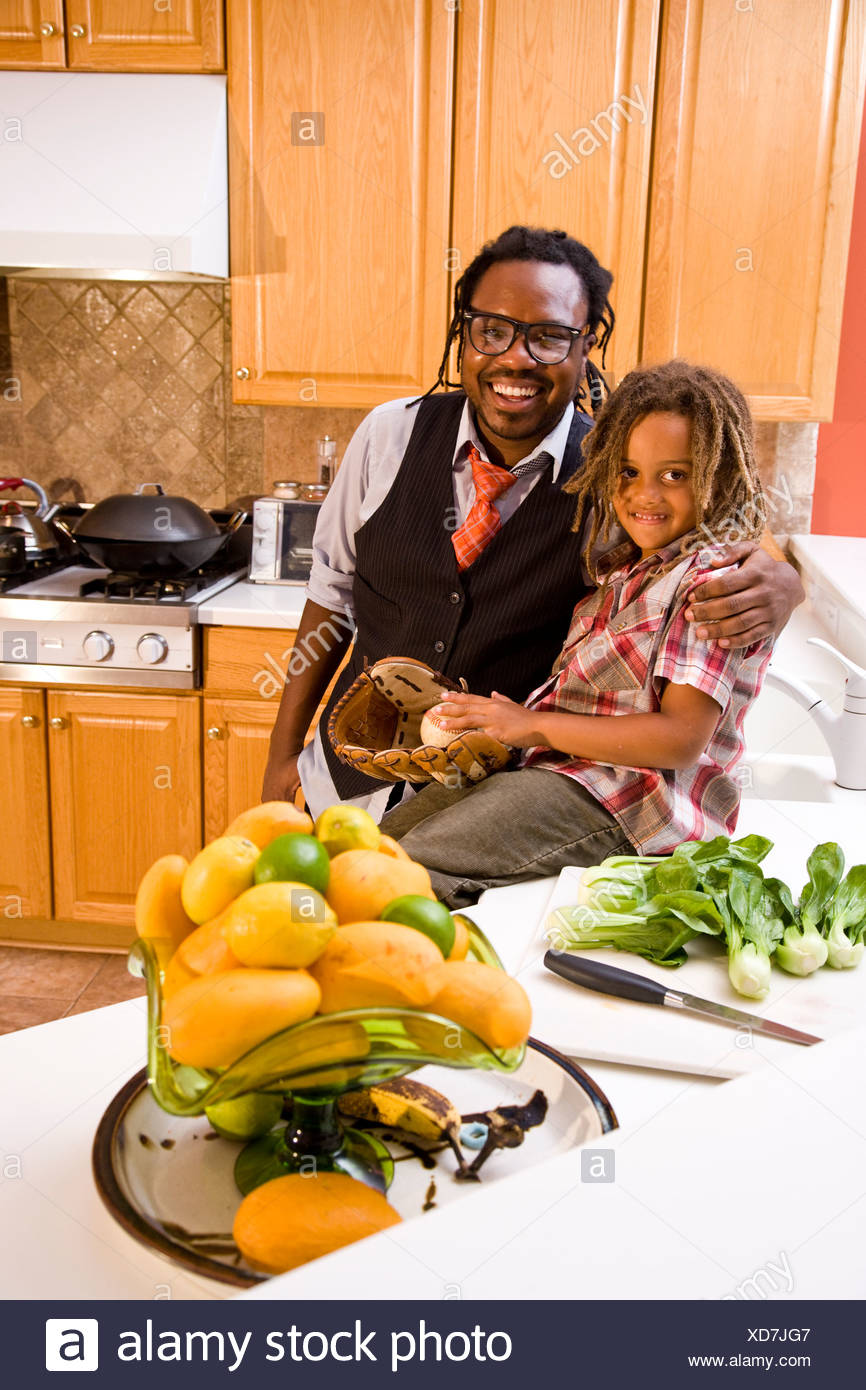 African American father and young son in kitchen - Stock Image
