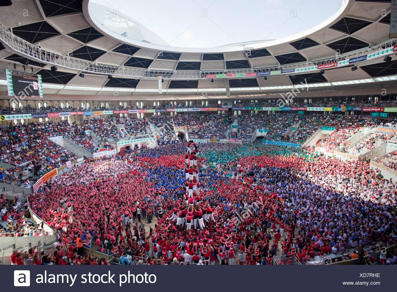 Spanien, Europa, Tarragona, Catalonia, stadium, Castellers, festival, human pyramid, masses, Castells, tradition Stock Photo