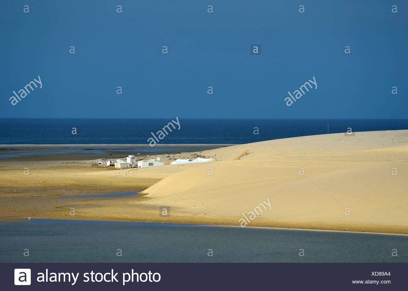 Bedouin tents, sand dune, Inland Sea, desert miracle of Qatar, Khor Al Udeid Beach, auch Khor El Deid, Inland Sea - Stock Image