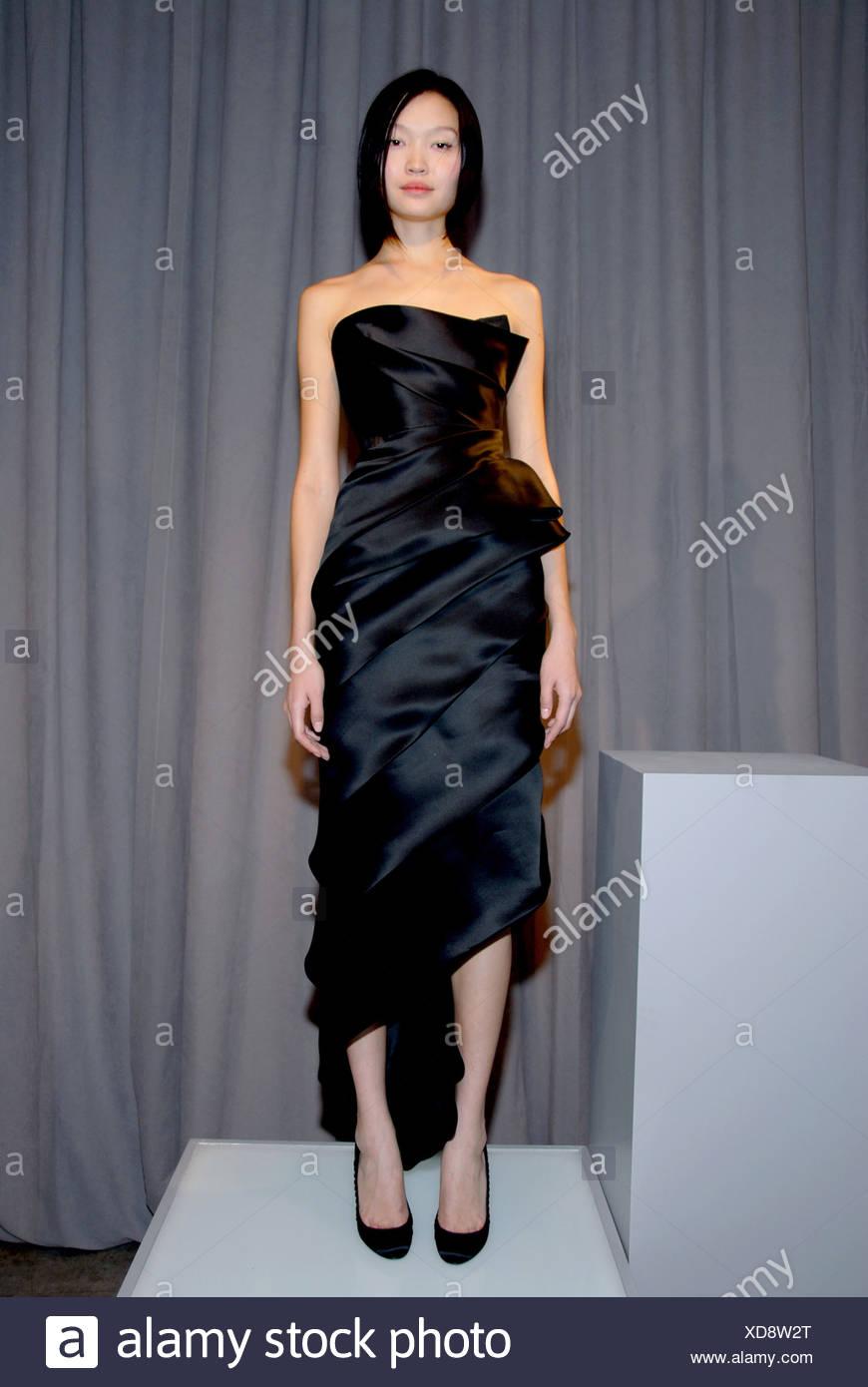Strapless Black Evening Gown Stock Photos & Strapless Black Evening ...