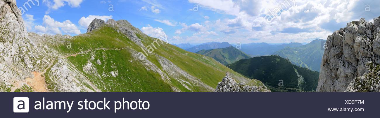 Trail below the Hochturm peak, 2081m, summit of Mt. Trenchtling, Trenchtling hike, Hochschwab range, Styria, Austria Stock Photo