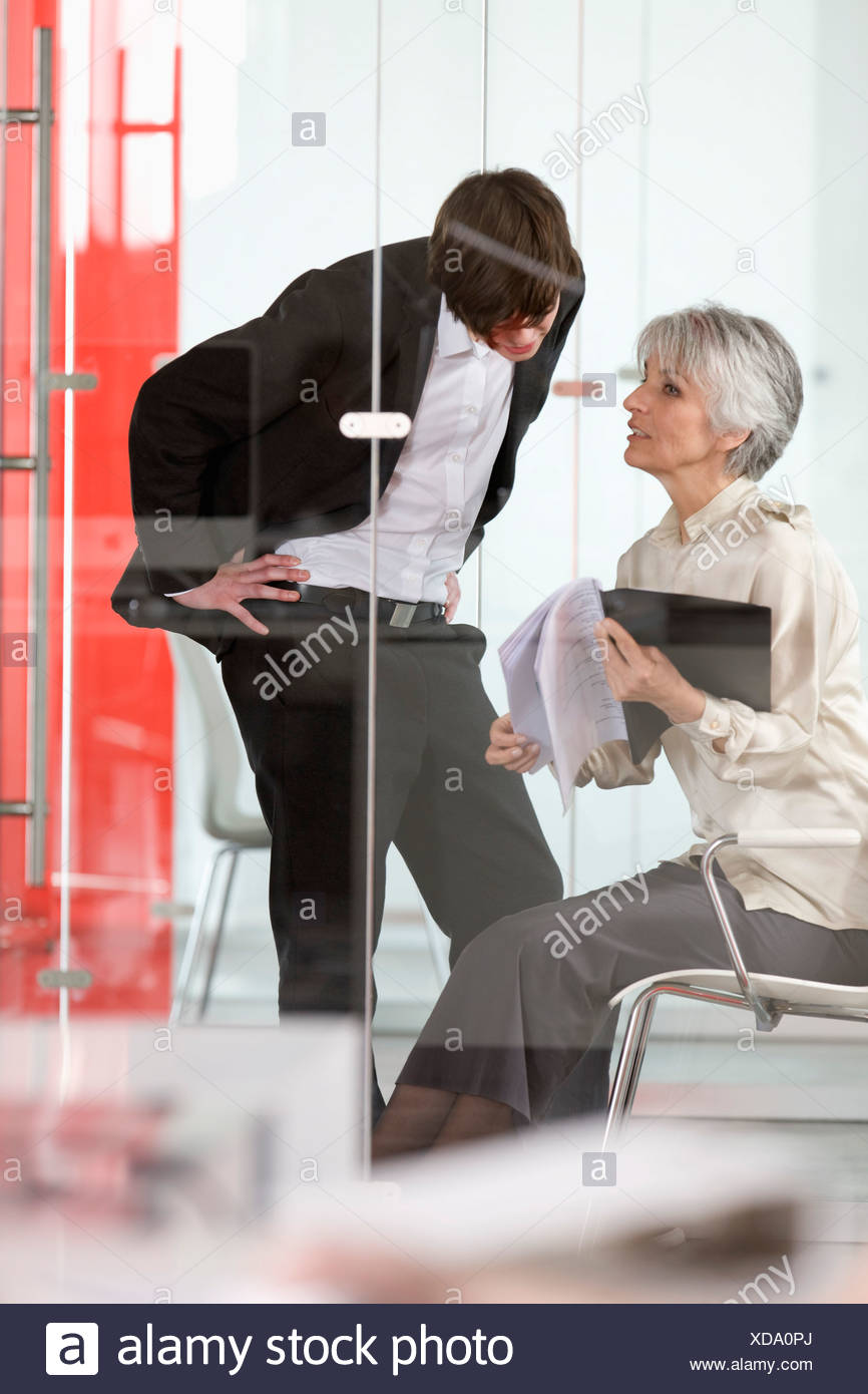 woman teach something to a trainee - Stock Image