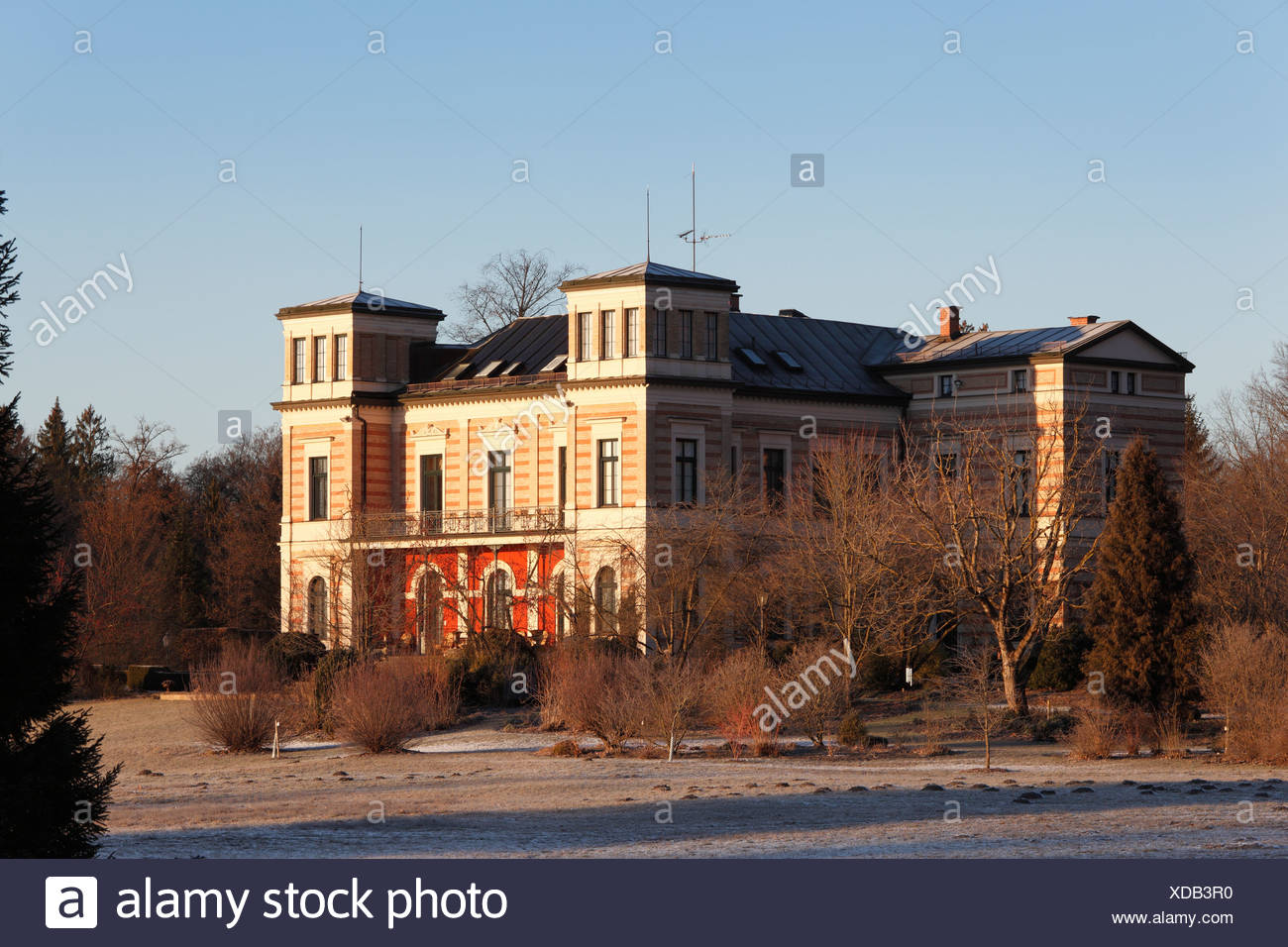 Late Classicist Schloss Seeseiten Castle, Seeshaupt on Lake Starnberg, Fuenfseenland, Five Lakes district, Upper Bavaria - Stock Image