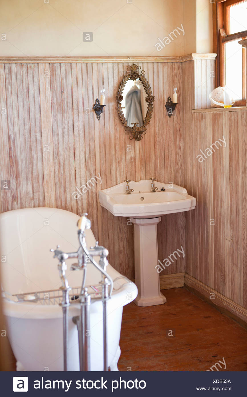 Bathroom with ornate tub and mirror - Stock Image
