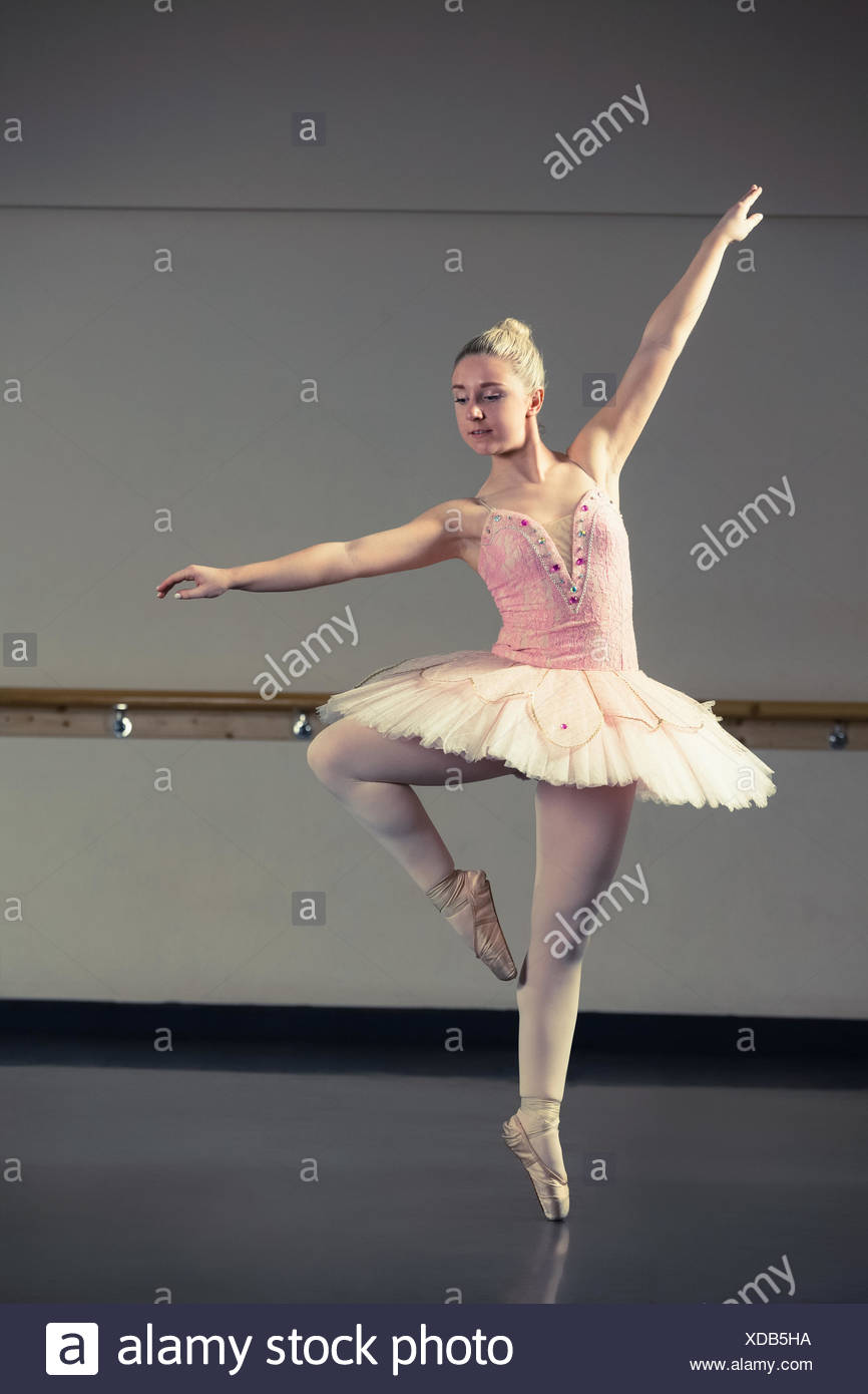 Beautiful Ballerina Dancing En Pointe Stock Photo Alamy