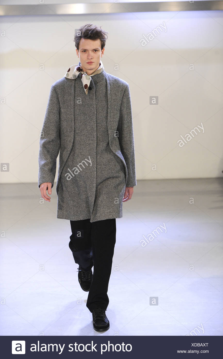 Issey Miyake Paris Ready To Wear Menswear Autumn Winter Grey Coat