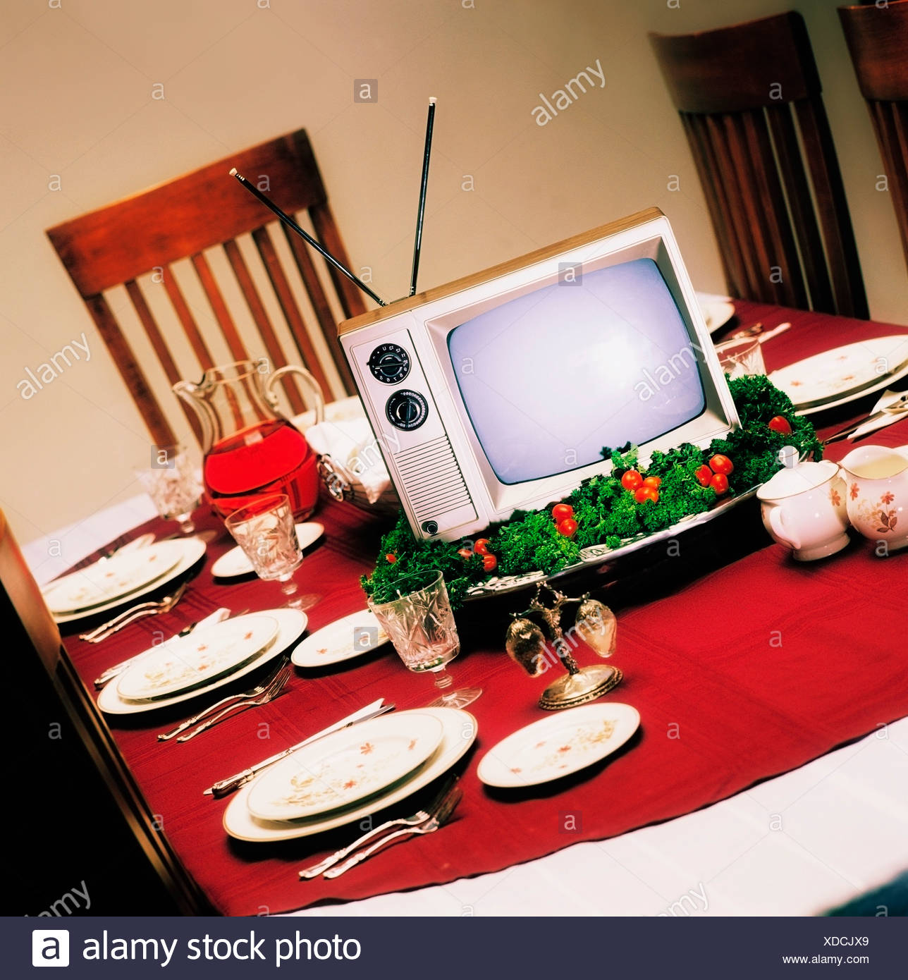 the best attitude a19b0 147db TV in the middle of the dinner table Stock Photo: 283634689 ...