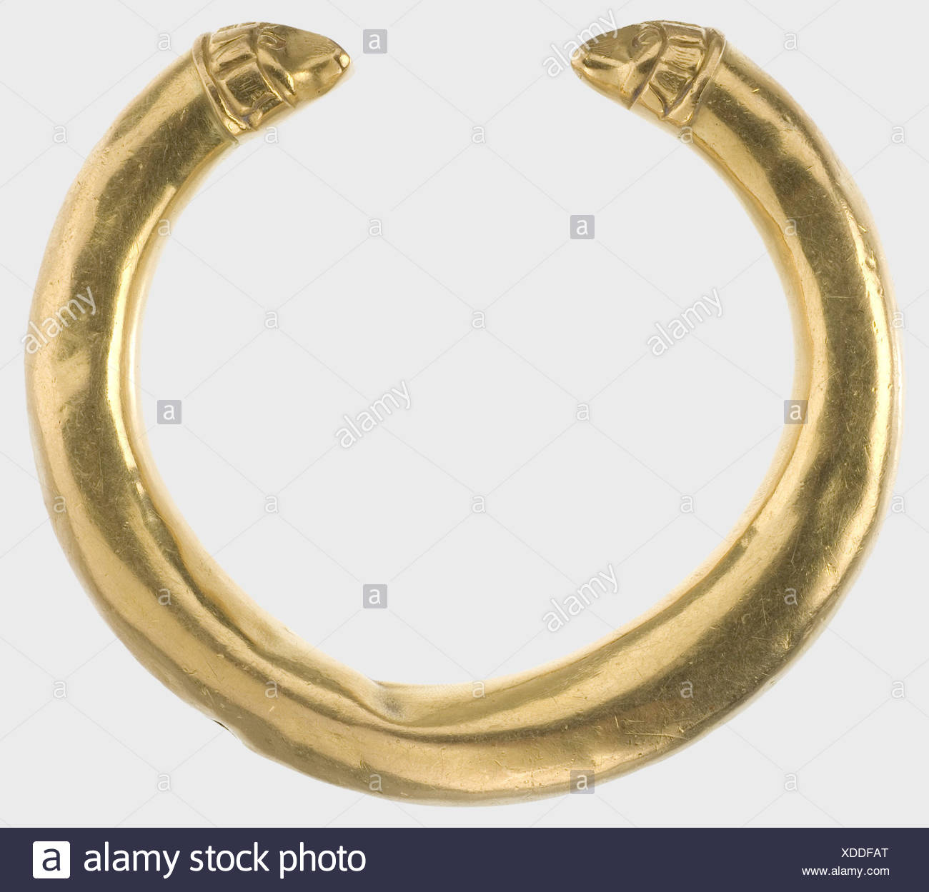 A golden Hellenistic bracelet, 3rd/2nd century B.C. Hollow, double tapered bracelet with stylized animal head finials. Somewhat dented and with a slight kink in the middle. Diameter 8.5 cm. Weight 78.5 g. historic, historical, ancient world, jewellery, jewelry, object, objects, stills, clipping, clippings, cut out, cut-out, cut-outs, Additional-Rights-Clearences-NA - Stock Image