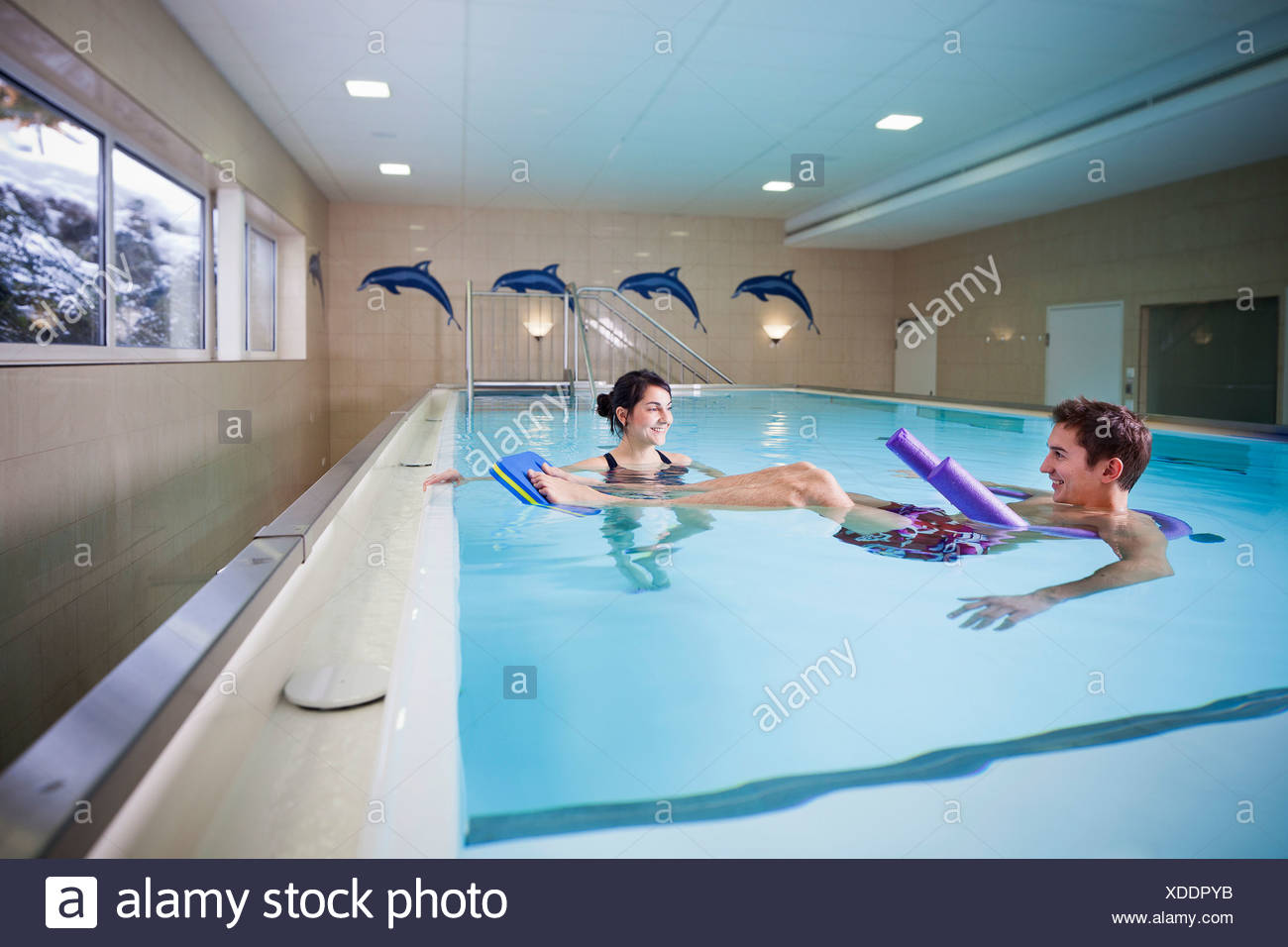 Patient and physiotherapist during underwater therapy - Stock Image