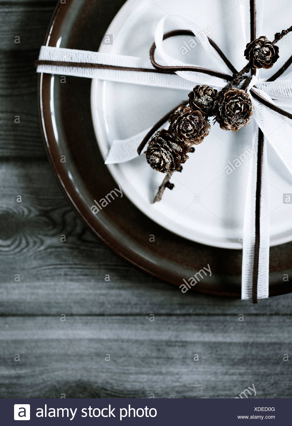 Wrapped plate on wooden table - Stock Image