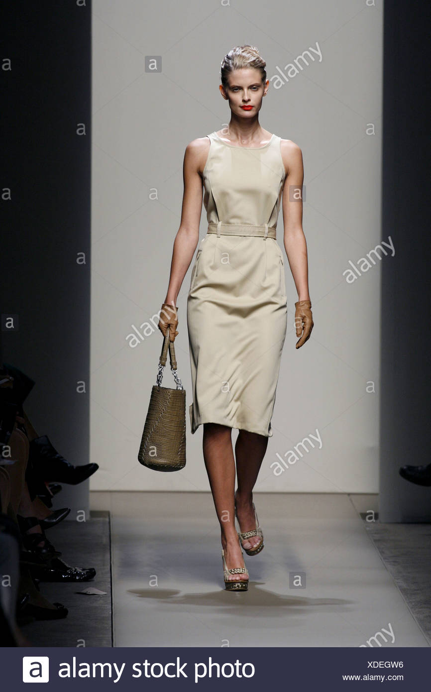 c4914931cab Bottega Veneta Milan Ready to Wear Spring Summer Sleeveless belted plain  beige dress leather handbag