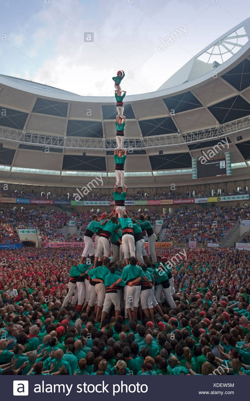 Spanien, Europa, Tarragona, Catalonia, stadium, Castellers, festival, human pyramid, masses, Castells, tradition - Stock Image