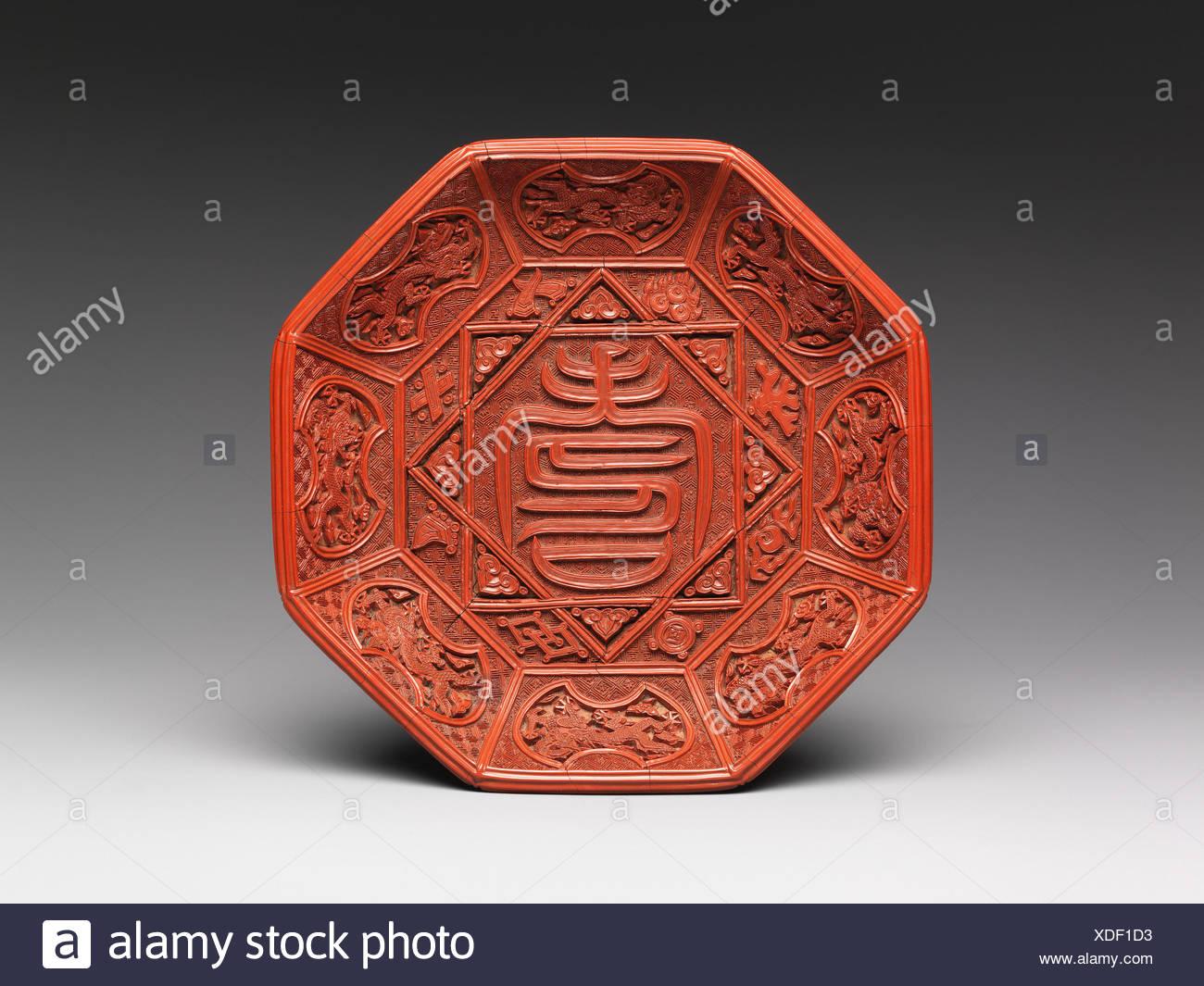 明嘉é- 剔紅壽字紋八角漆盤/Dish with character for longevity (shou). Period: Ming dynasty (1368-1644), Jiajing period (1522-66); Date: - Stock Image