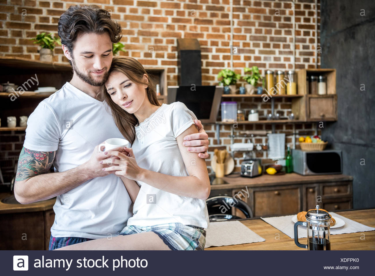 Couple holding coffee cup - Stock Image