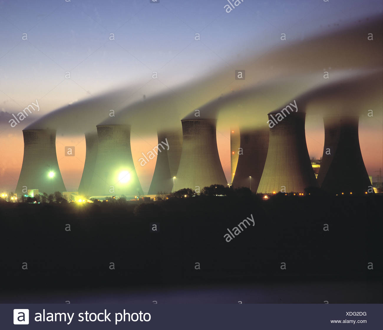 Cooling towers Cottam coal fired power station Notts UK - Stock Image