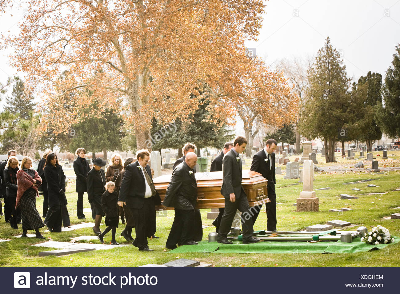 people at a funeral in a cemetery - Stock Image
