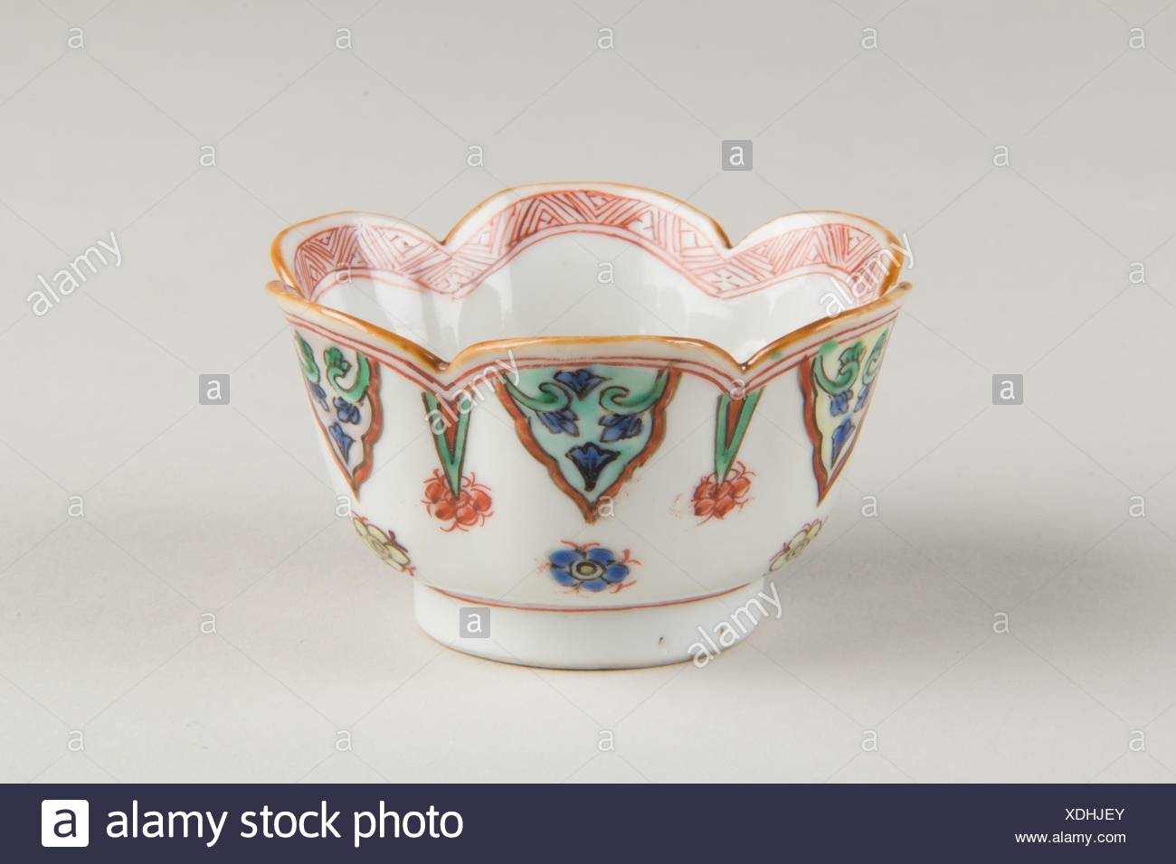 Cup. Period: Qing dynasty (1644-1911); Date: first half of the 19th century; Culture: China; Medium: Porcelain painted in overglaze polychrome - Stock Image