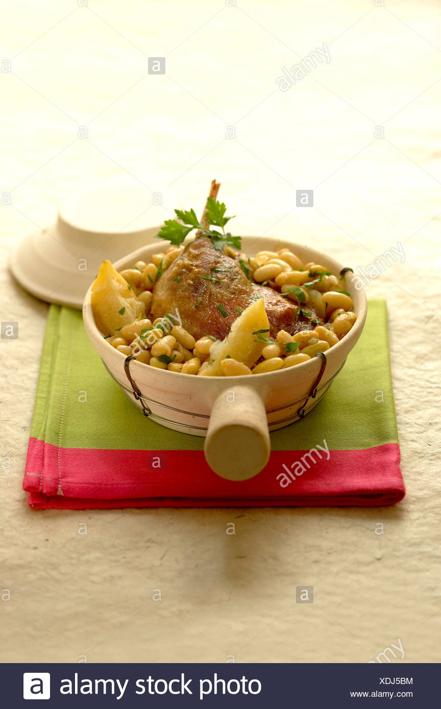 Duck conserve and tarbais beans - Stock Image