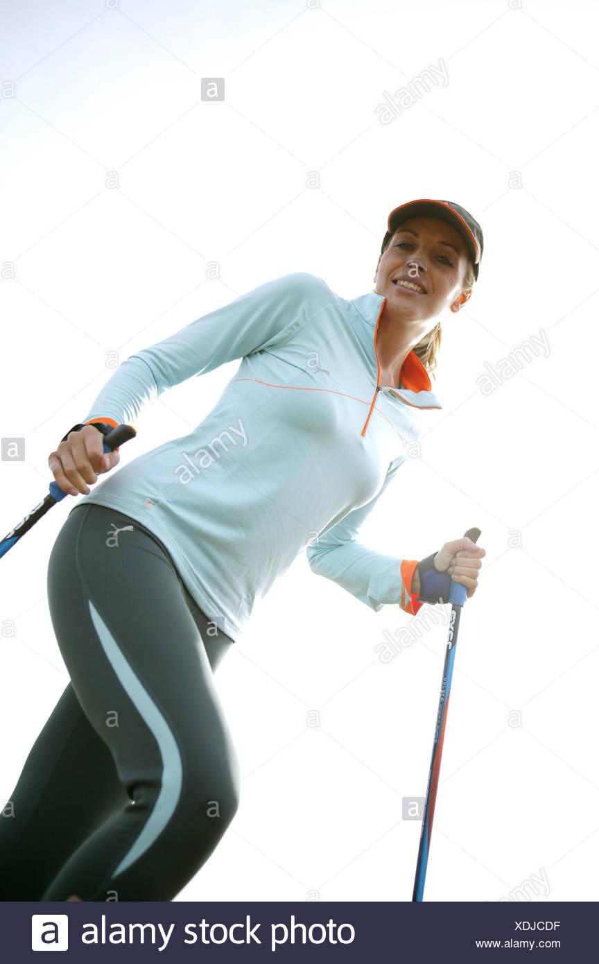 Frau Aussen Freizeit Hobby Laufen Laufsport Lifestyle Nordicwalking Sport Sportlich Jung Aktivitaet Aktiv Fitness Fit Ausdauer B - Stock Image