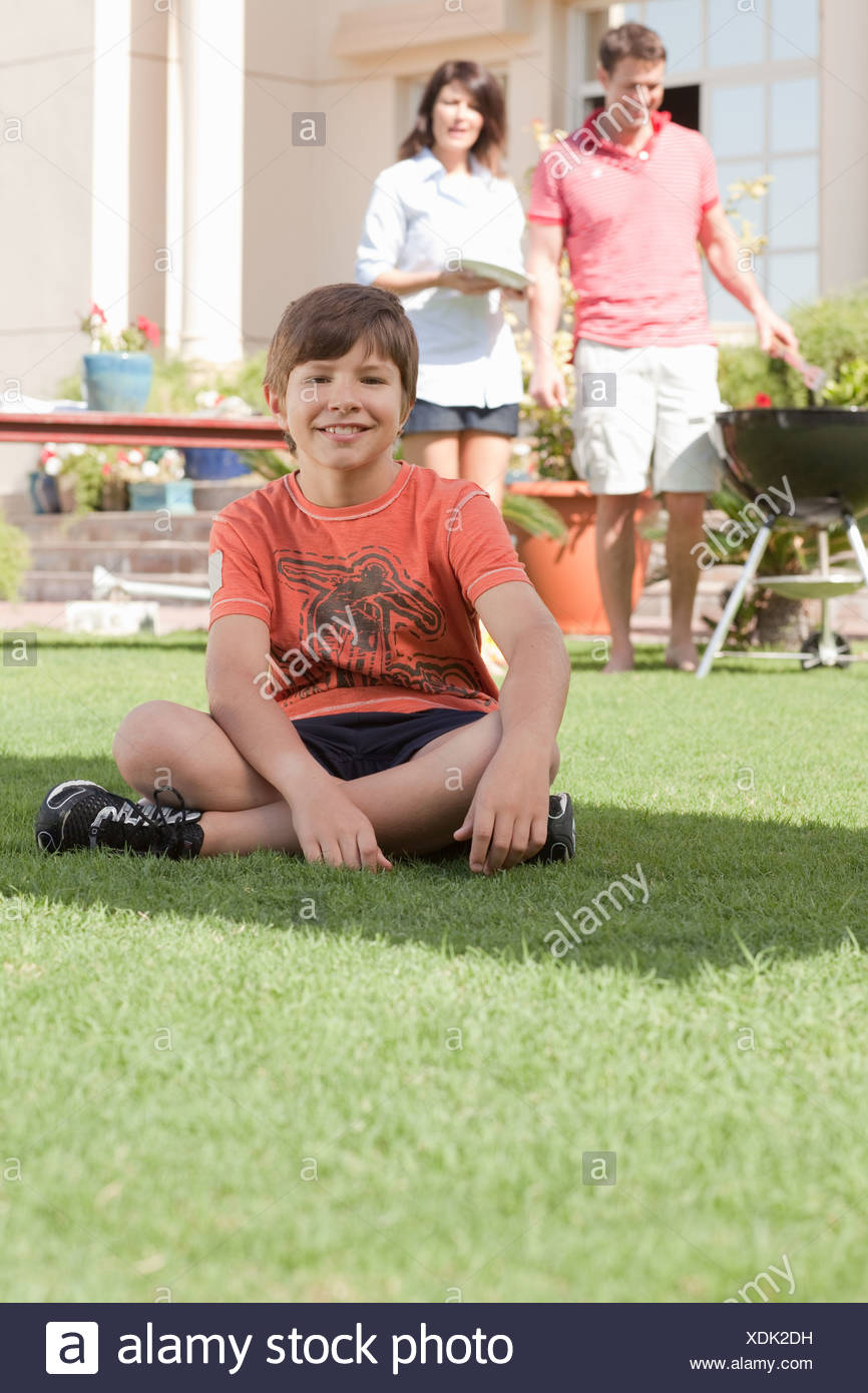 Young boy in the garden with parents - Stock Image