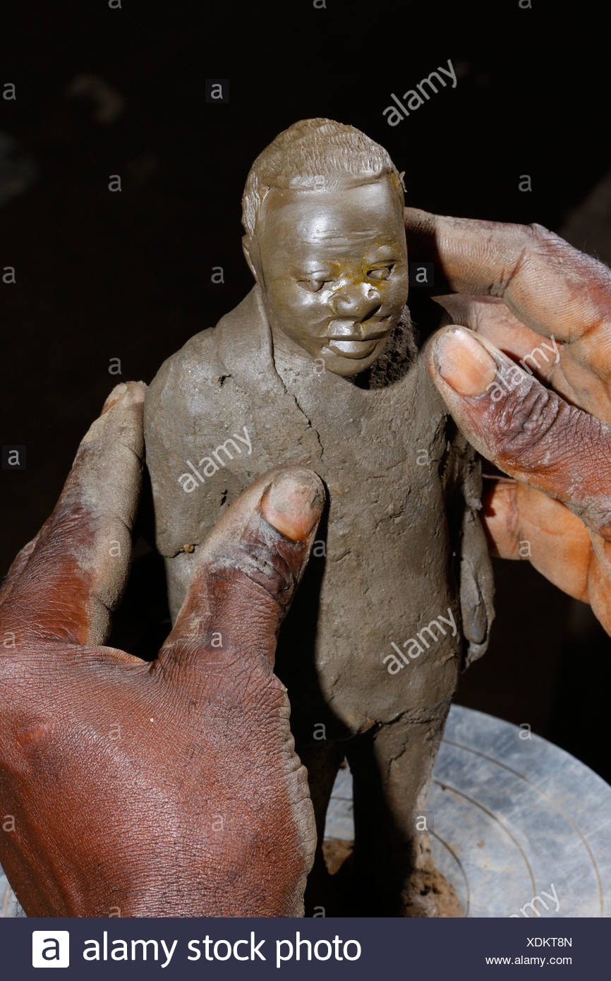 Male clay figure, manufacture of pottery, Bamessing, Cameroon, Africa - Stock Image
