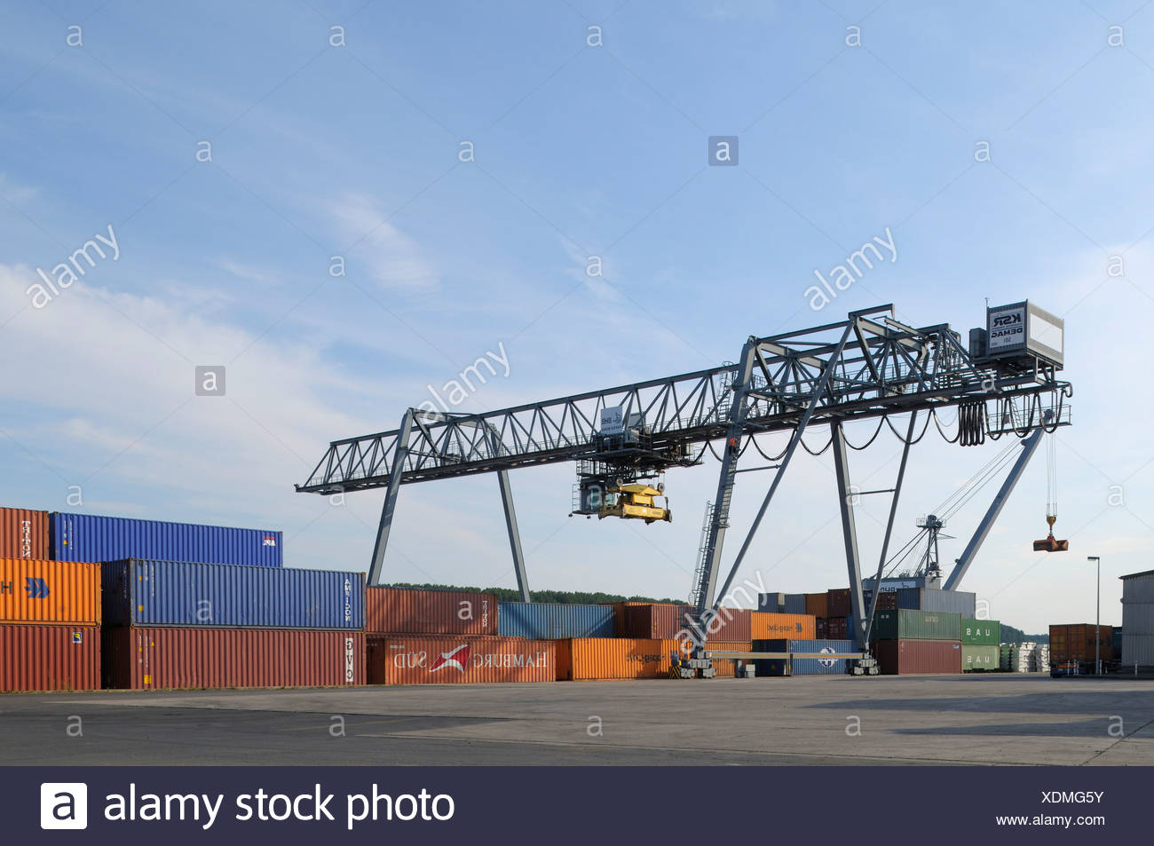 Container gantry crane for intermodal freight transport, port in Bonn, North Rhine-Westphalia - Stock Image