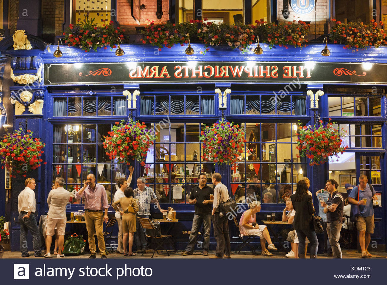 England, London, Southwark, pub, guests, outside, in the evening, - Stock Image