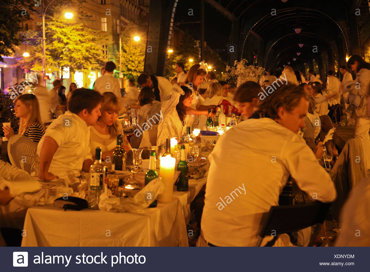 Dîner en blanc, flashmob gala dinner with everyone dressed in white, more than 2000 participants, underneath the above the Stock Photo