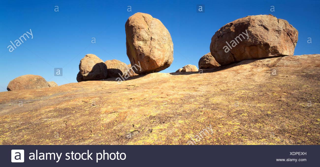 tomb Cecil Rhodes rock cliff stones rocks cliffs grave history founder Rhodesien Matopo mountains Zimbabwe - Stock Image