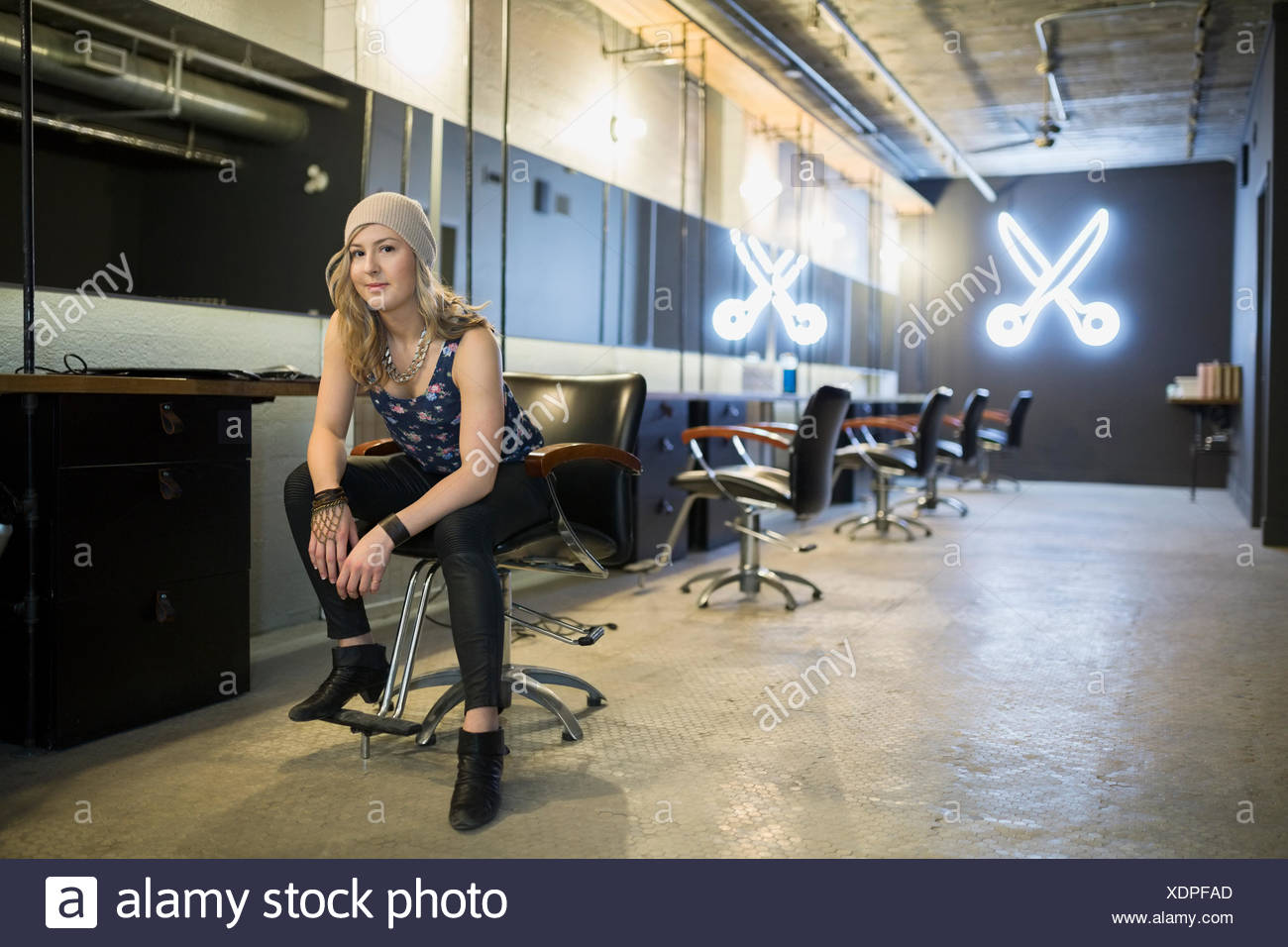 Portrait confident hipster hairstylist in hair salon - Stock Image