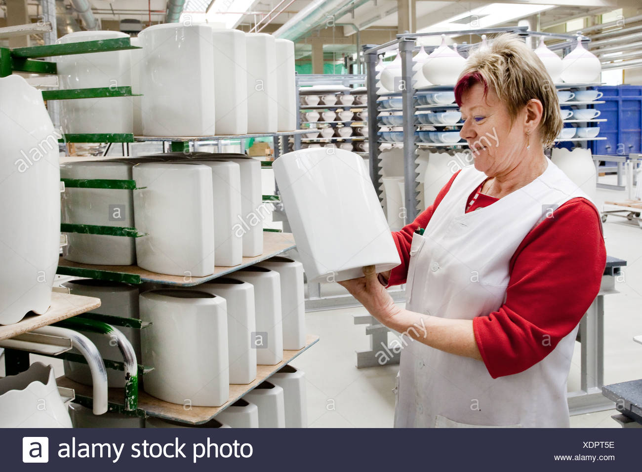 Employee during the final inspection of Rosenthal vases, in the production of tableware at the porcelain manufacturer Rosenthal - Stock Image