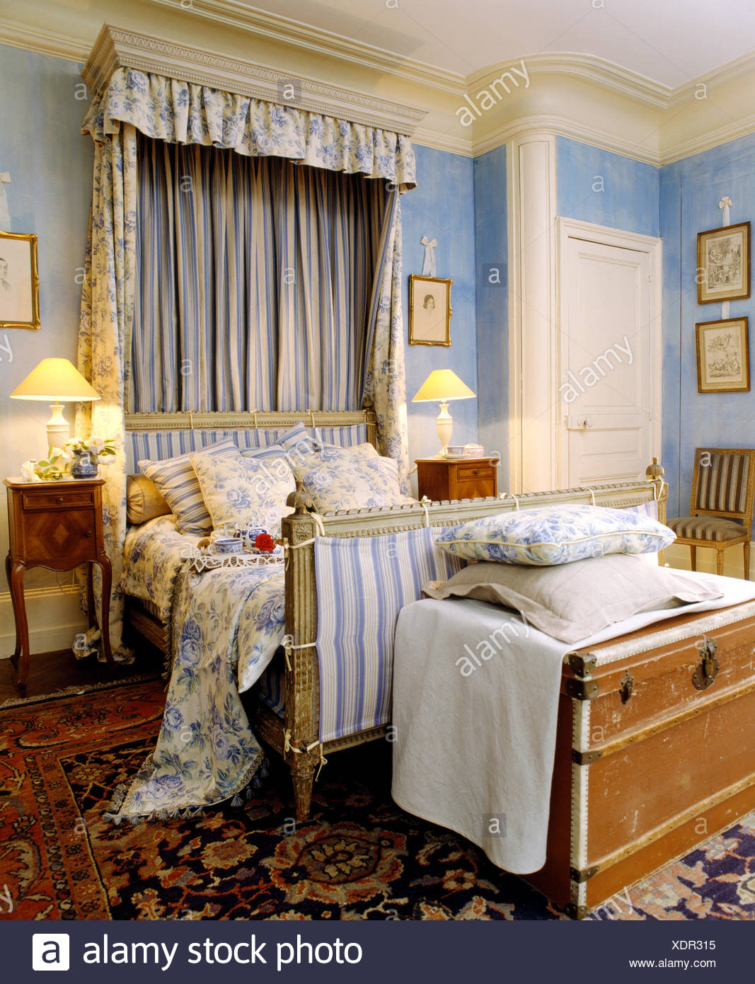 Blue+white floral drapes above bed with matching linen in ...