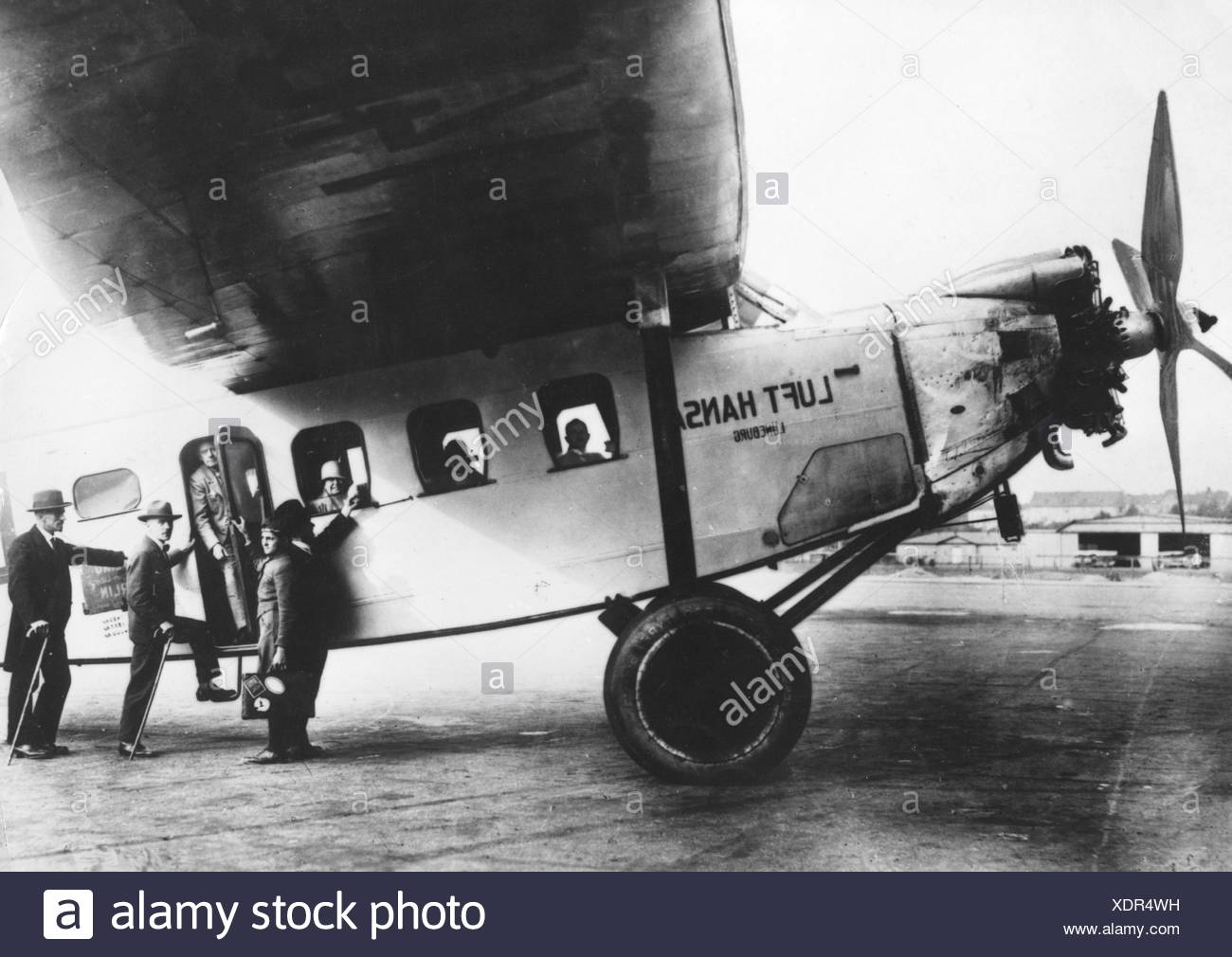 transport / transportation, aviation, Lufthansa, passengers boarding of a Focke Wulf 'Moewe', Germany, 1920s, , Additional-Rights-Clearences-NA - Stock Image