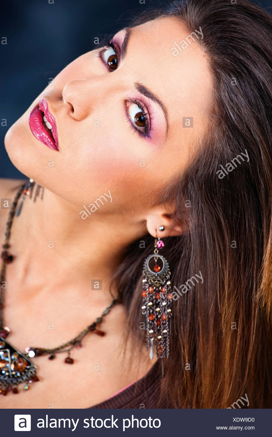 woman, jewelry, jewellery, dapper, accosting, pretty, prettily, prettier, - Stock Image