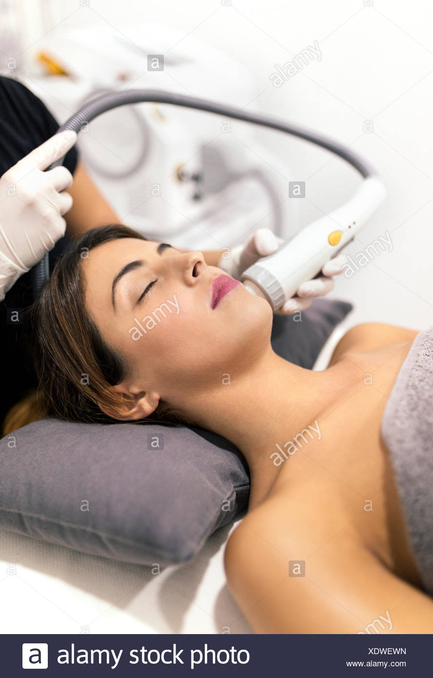 Young woman receiving a beauty treatment - Stock Image