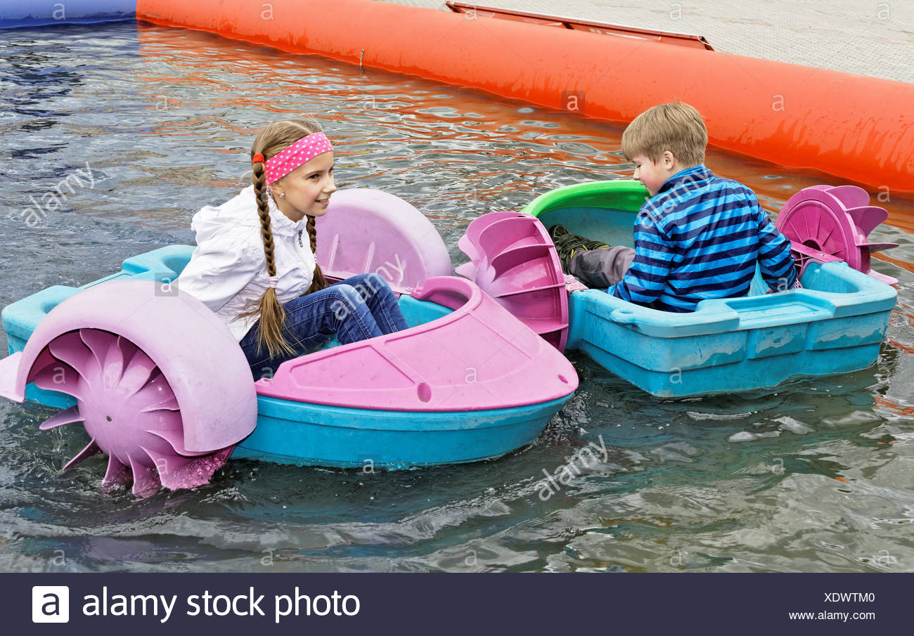 Children playing on a boat attraction - Stock Image