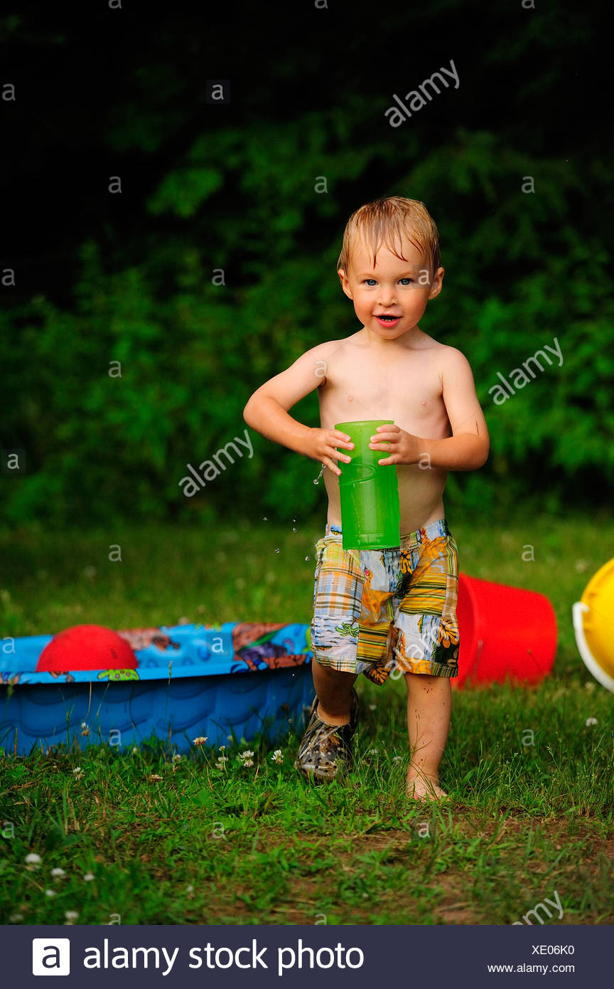 little boy playing with water - Stock Image
