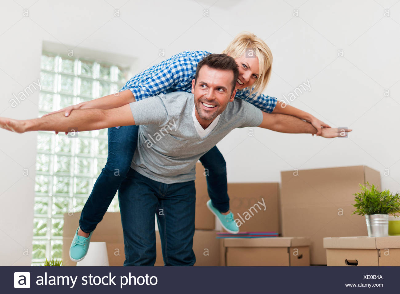 Happy couple in their new home - Stock Image