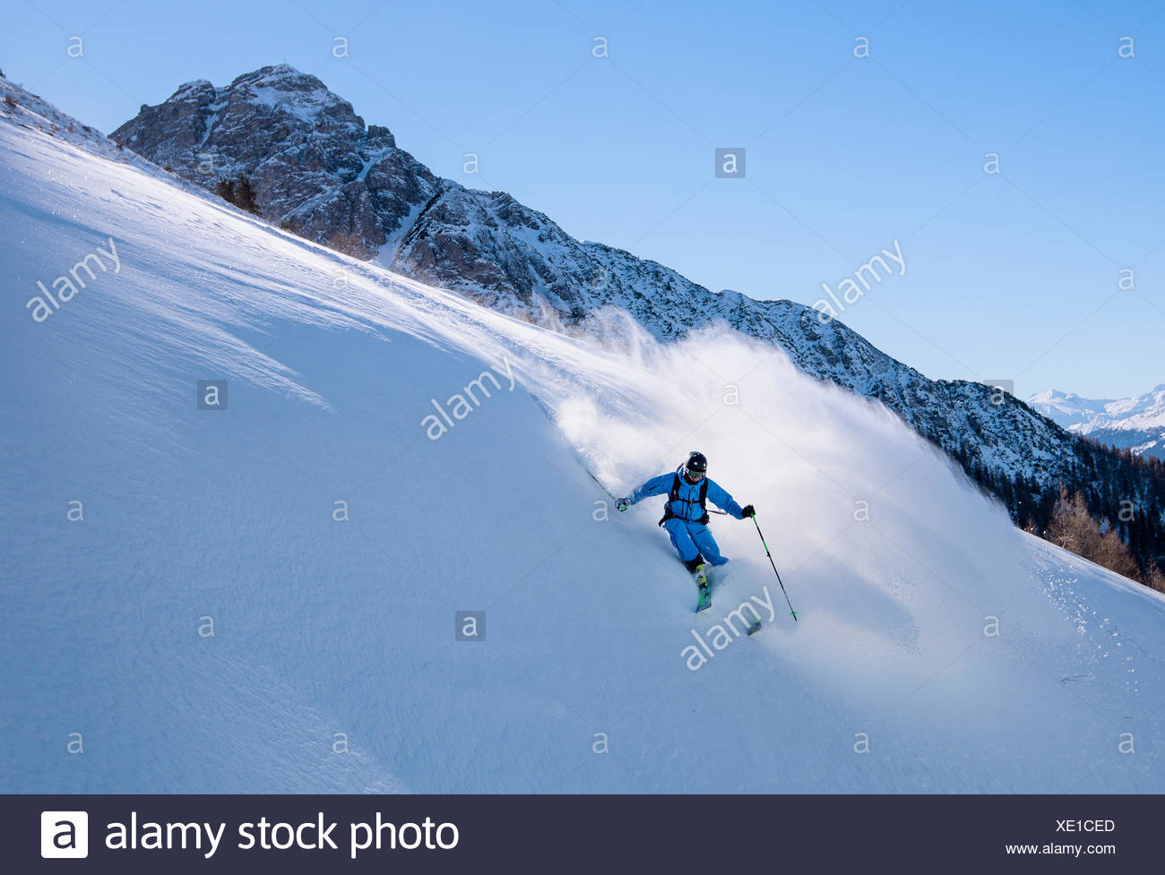 Freerider off-piste in deep snow, Muttereralmpark, Spitzmandl (2206m) behind, North Tyrol, Austria - Stock Image