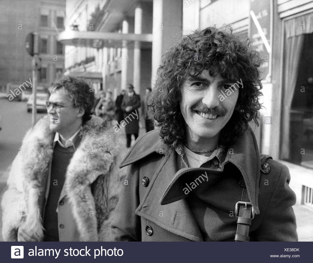 Harrison, George, 25.2.1943 - 29.11.2001, British musician and singer, half length, in front the the hotel Bayerischer Hof, Munich, 2.2.1977, Additional-Rights-Clearances-NA - Stock Image
