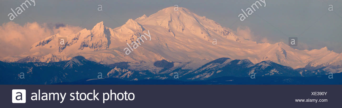 Mount Baker, Washington, as viewed from Boundary Bay, British Columbia. - Stock Image