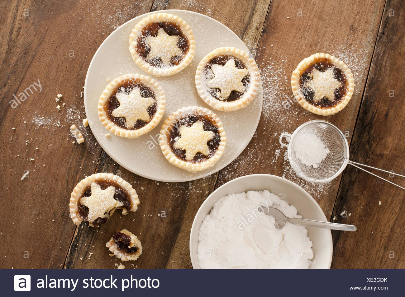 Baking Christmas mince pies - Stock Image