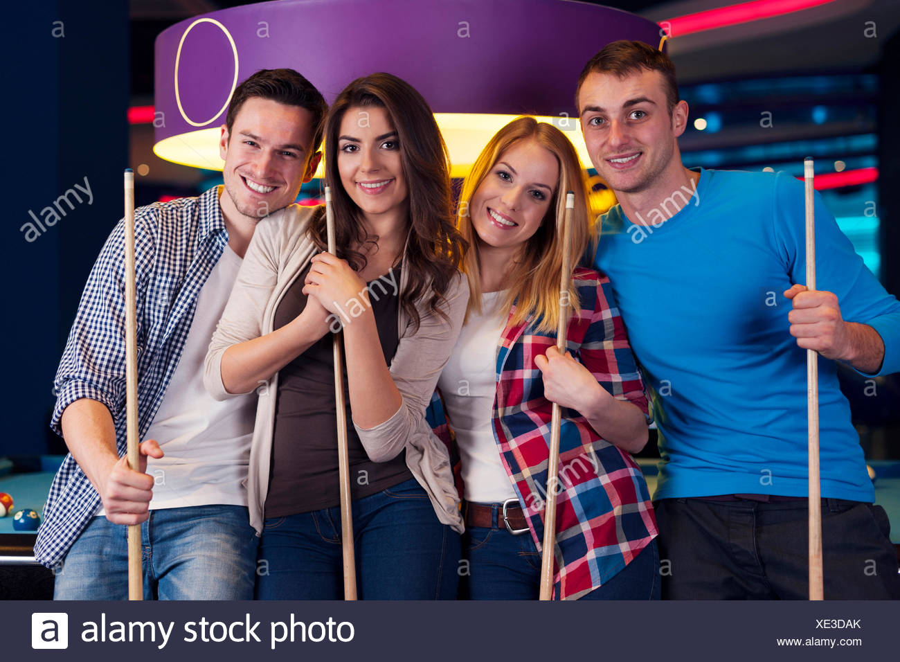 Friends hanging out at the pool bar - Stock Image
