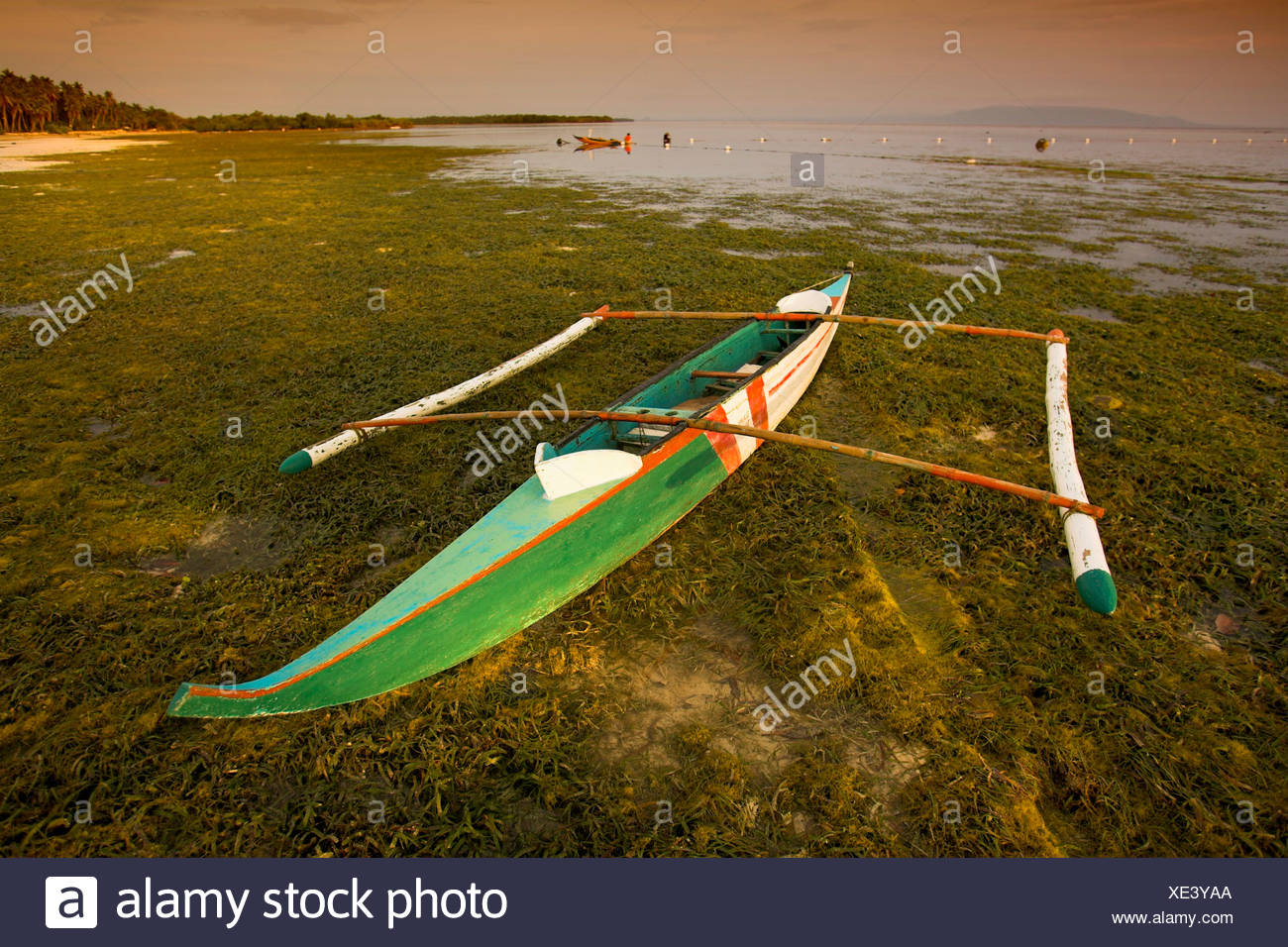 Fischerboat with outriggers on a beach, Philippines - Stock Image
