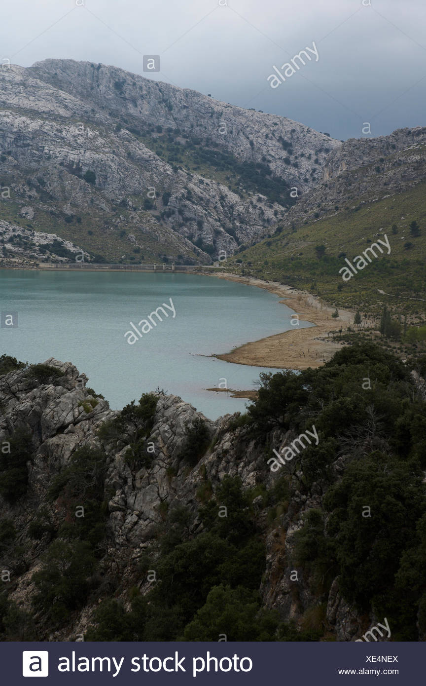 Spain, Mallorca, Gorg Blau, artificial reservoir below mountains - Stock Image