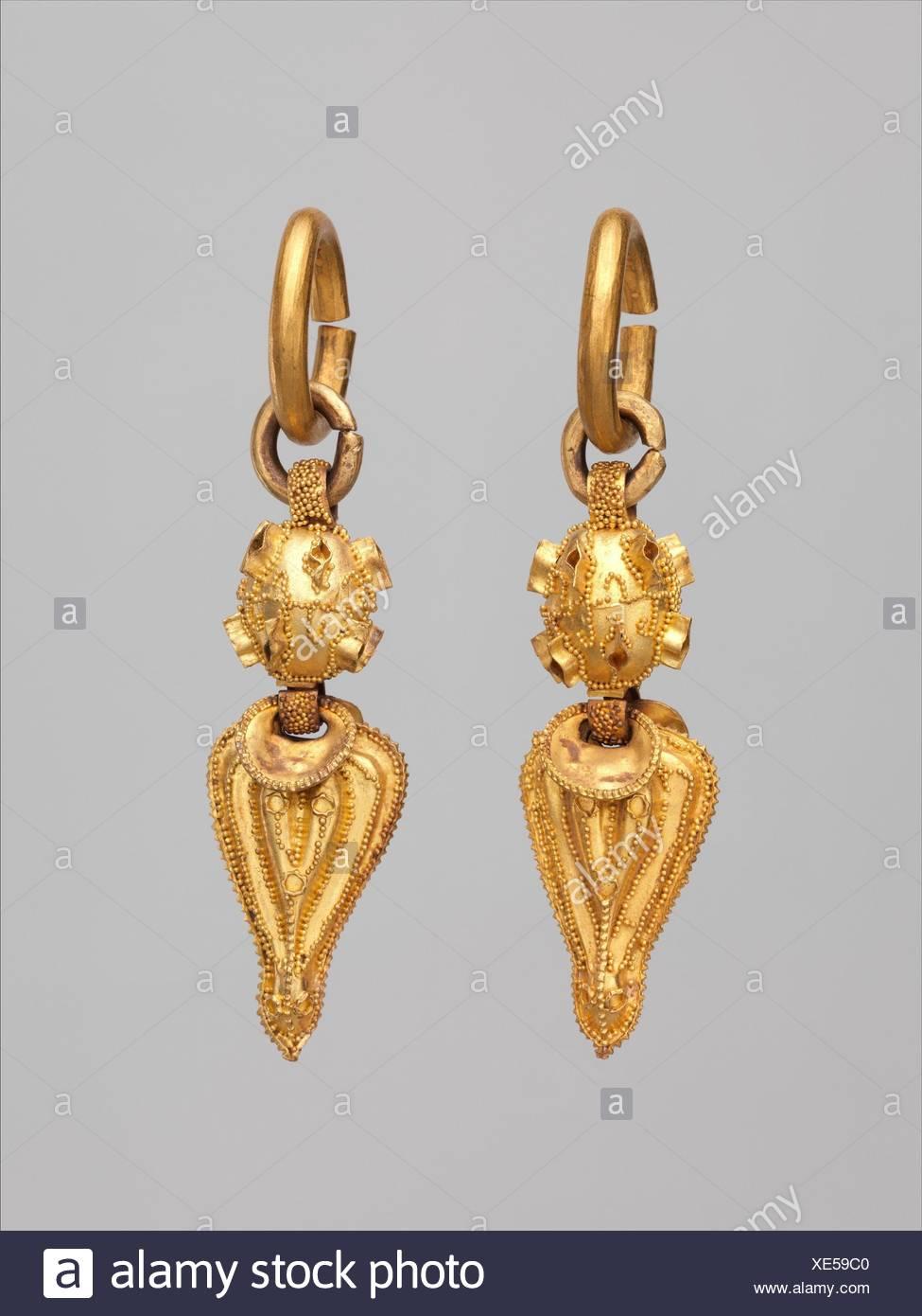 금제 귀걸이 삼국/é‡'製耳飾 三國/Earring (One of a Pair). Period: Three Kingdoms period, Silla kingdom (57 B.C.-A.D. 676); Date: 6th - Stock Image