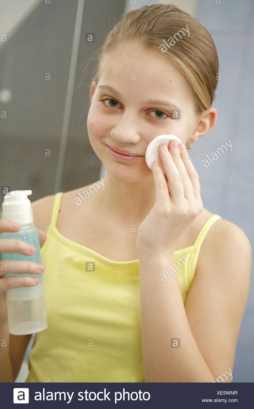 12-14 Jahre, Akne, Behandlung, Portrait, Gesicht, Gesichtsausdruck, Gesichtshaut, Gesichtspflege, Haut, Hautpflege, Hautprobleme Stock Photo