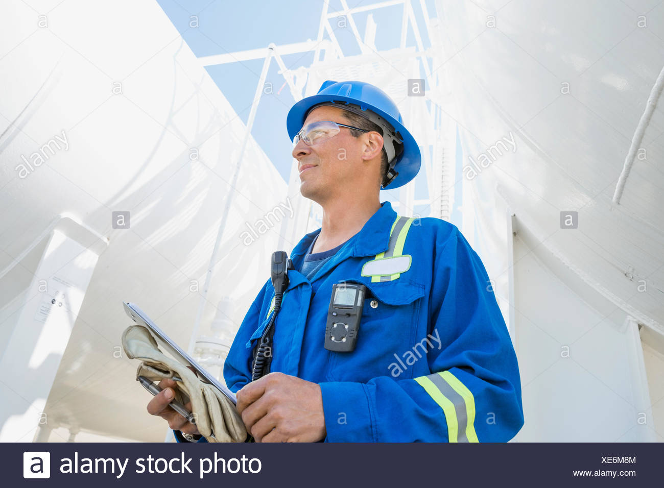 Male worker at gas plant - Stock Image