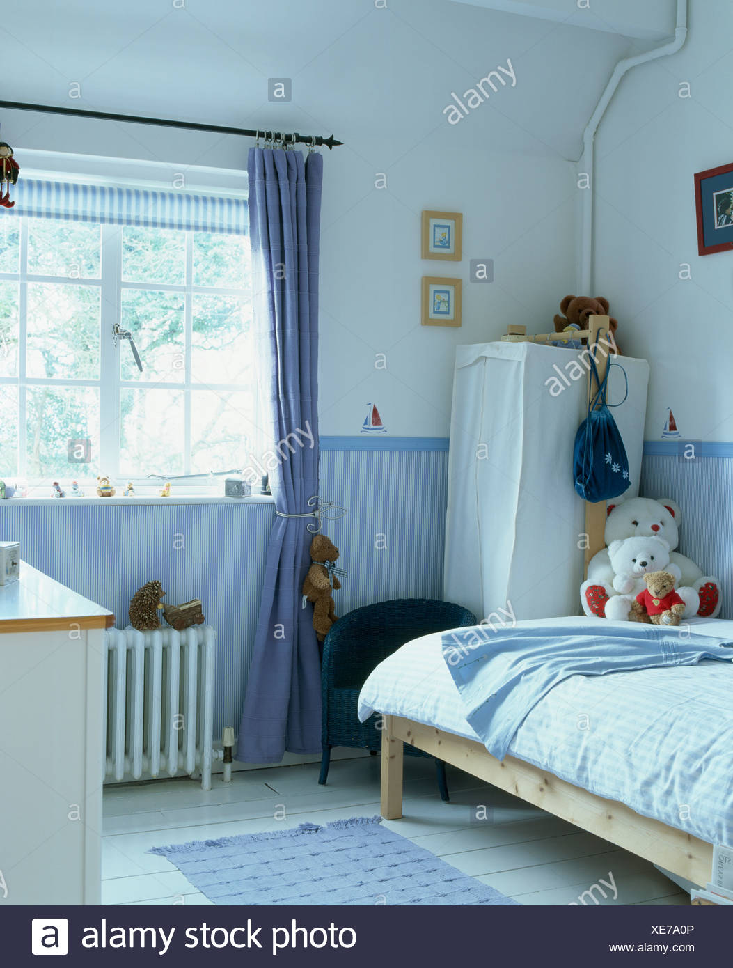Childrens Bedroom Storage Stock Photos & Childrens Bedroom ...
