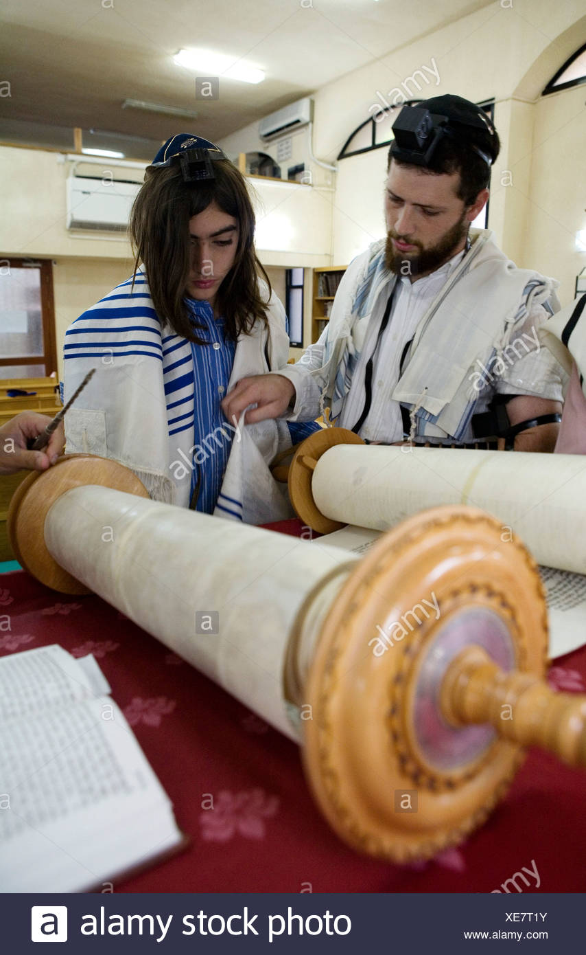 Bar Mitzvah ceremony in a synagogue reading the Torah - Stock Image